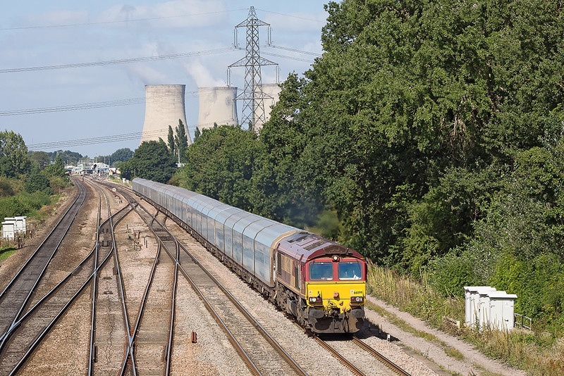 5th Sep 12:  The BMW Oxford to Southampton Eastern Docks car carrier (4O40) approaches Moreton Cutting in the hands of 66099.  Didcot Station is in the background.