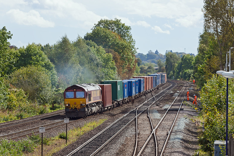 25th Sep 12:  Track workers stand well clear at 66108 nears Tilehurst while working 4M66 the 10.19 from Southampton Western Docks to Birch Coppice