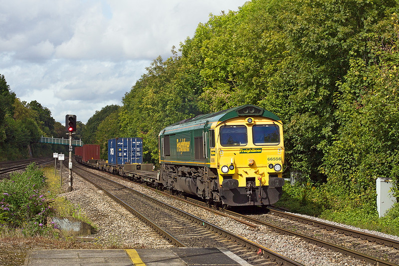 25th Sep 12:  66556 working, the 05.19 from Leeds to Southampton Maritime, 4O54, is captured at Tilehurst,