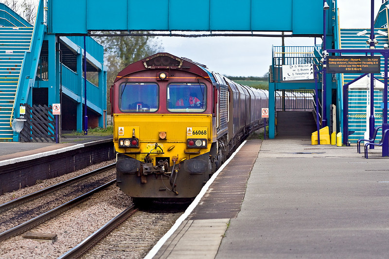 26th Apr 12:  66068 rumbles west through Barnetby with yet another rake of loaded HTAs