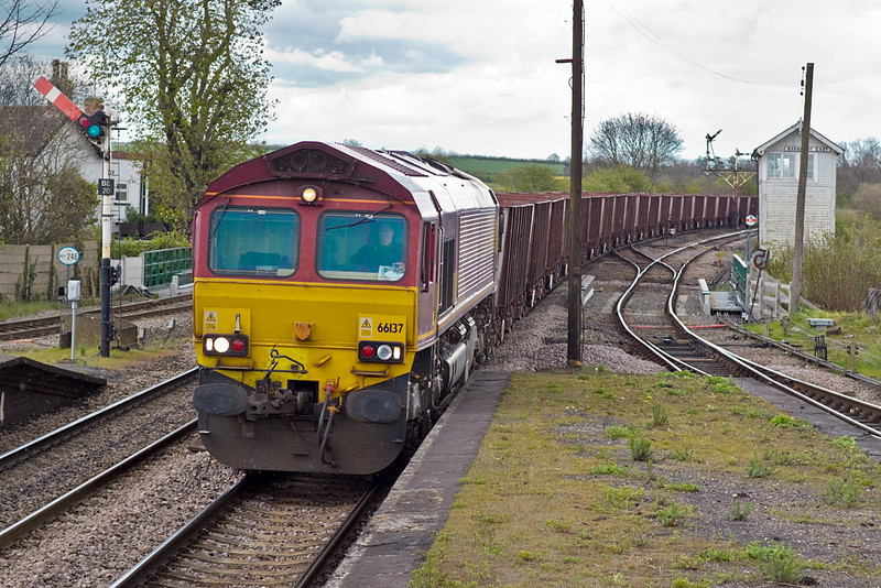 26th Apr 12:   The Immingham to Stanton loaded Iron Ore JUAs has 66137 on the point as it powers through Barnetby