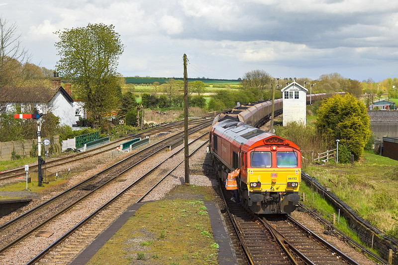 26th Apr 12:  66152 stops at Barnetby for a crew change on 6C77 Immingham Scunthorpe coal