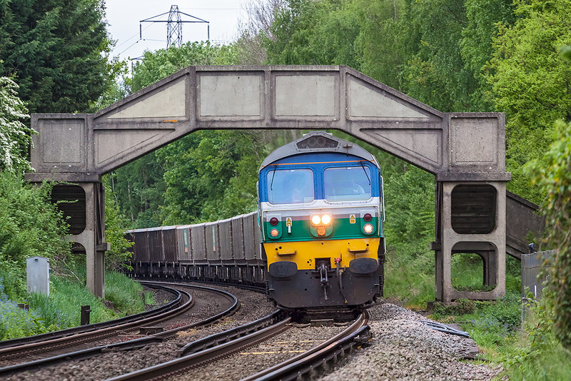 22nd May 13:  On the outskirts of Wokingham 59001 runs down hill with 7Z20 the 10.58 from Grain to Merehead empty JNAs.  Usual full dull of course!