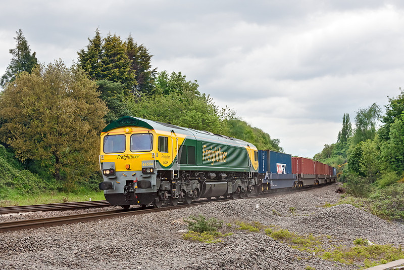 18th May 13:  With it's new livery yet to get dirty 66504 is at Southcote Junction on 4O59 from Wentloog to Southampton Maritime