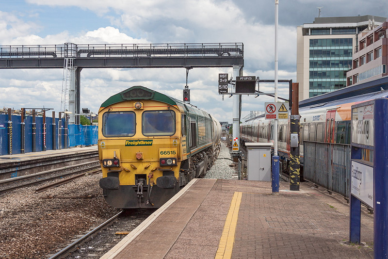 16th May 13:  Entering Platform 7 at Reading is 66515 in charge of the 'as required' 6V94 loaded Cement  PCAs from Lafarge at Earles to Theale.