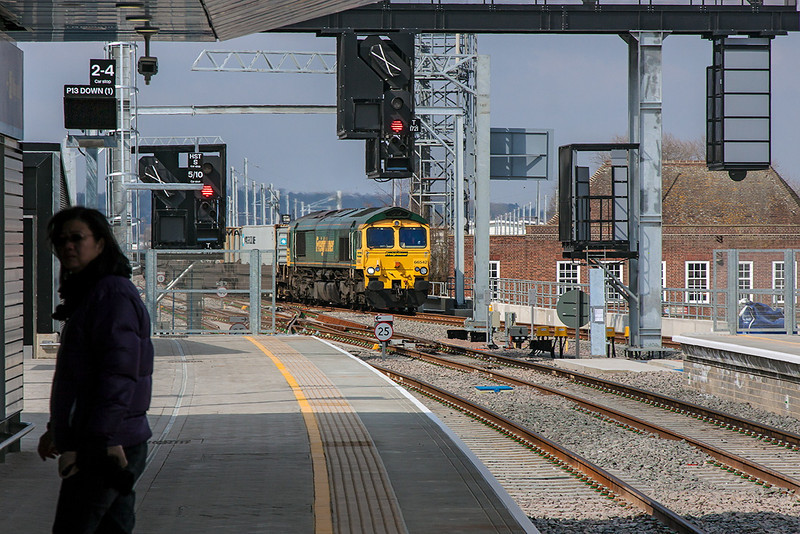 3rd Apr 13:  66542 takes the route through Platform 15 with 4L32 Bristol FLT to Felixstowe.