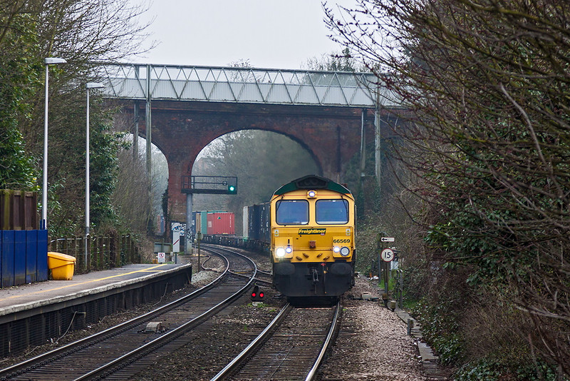 11th Apr 13:  66569 working 4M28 Southampton Maritime to Ditton at Reading west
