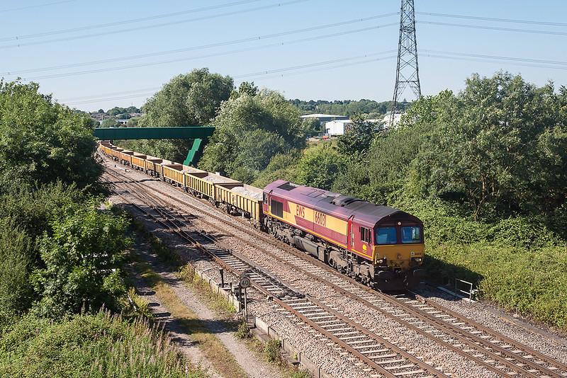 1st Aug 13:  The 6M50 empty ballast from Westbury Virtual Quary  to Studd Farm in the hands of 66031 at Didcot North Junction.