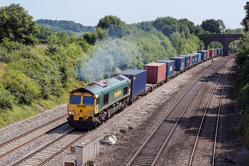 1st Aug 13:  66565 on the point of 4M28 from Southampton Maritime to Ditton at Westbury Lane in Purley on Thames