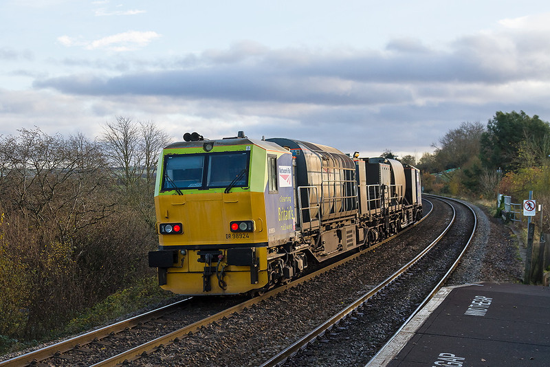 6th Dec 13:  Eastleigh RHTT turn 3S82 formed of DR 98924+98974 was extended today to cover the section from Warminster to Westbury.  This is normally covered by DBS whos Westbury to Parr service  was cancelled this moning.