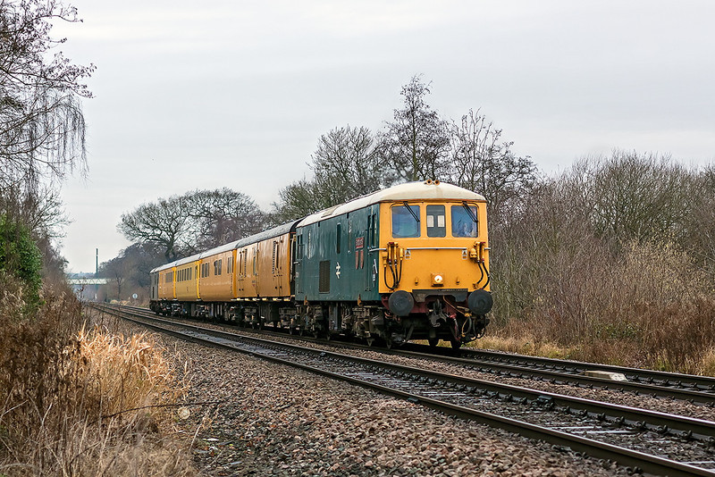 9th Jan 12:  An hour later and with the light now improved by a couple of stops Broadlands leads 1Q38 as it runs through Blackwater heading for Portsmouth
