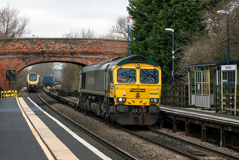 8th Jan 13:  Speeding through Appleford is 66587 on the point of 4O54 from Leeds to Southampton