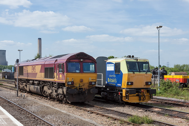 2nd Jun 13:  66124   and MPV DR 98908/958 bask in the afternoon sunshine at Didcot