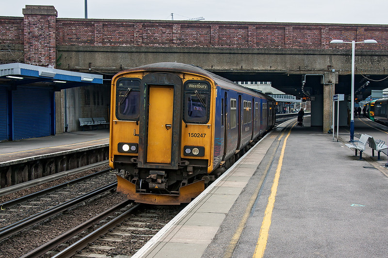 6th Mar 13:   FGW 150247 sits in Platform 2B at Southampton.  It will form 2M98 the 12.27 to Great Malvern
