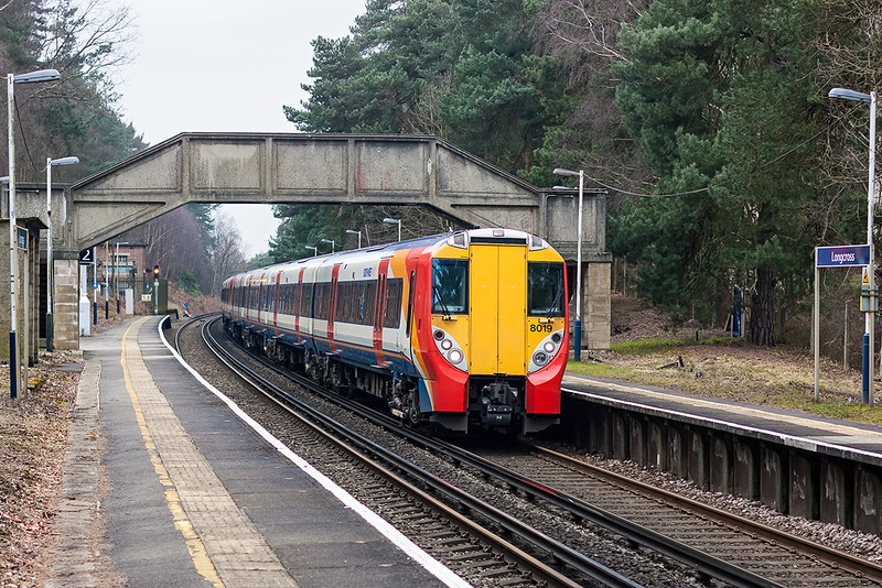 26th Mar 13:  Slowing for the Longcross stop 458019 leads on the 08.12 (2C20) from Reading to Waterloo.  Confined to the morning and evening peaks there are a total of 18 trains that call at this station each day