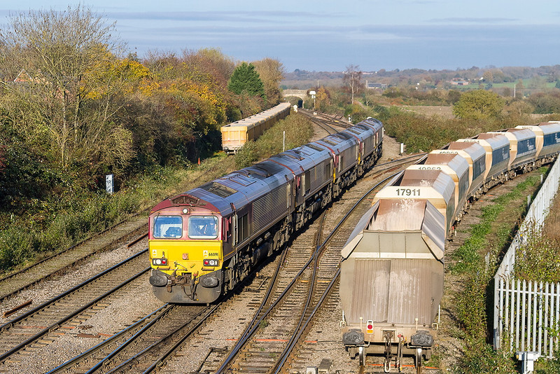 23rd Nov 13: The Saturday convoy from Margam composed of 66091/005/170/106/063 arrives at Westbury