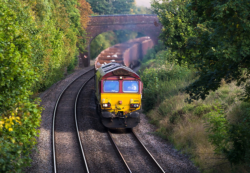 27th Sep 13:  Swinging through Norton Bavant is 66126 in charge of 6V41 Bepartmental from Eastleigh to Westbury Yard
