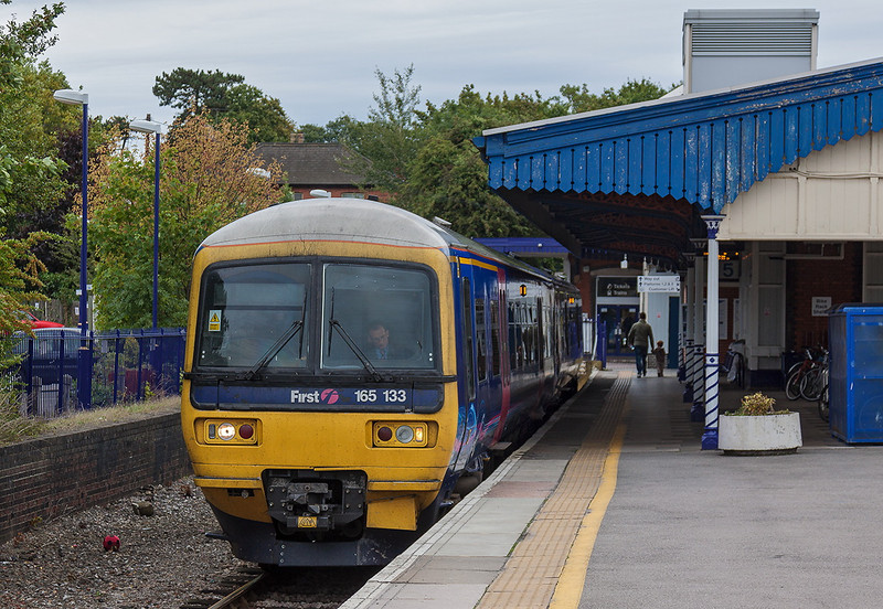 15th Sep 13:  On a very dull and cold September Sunday a quiet moment at Twyford as 165133 sits in the Bay ready to form 2H26 the 10.43 to Henley.