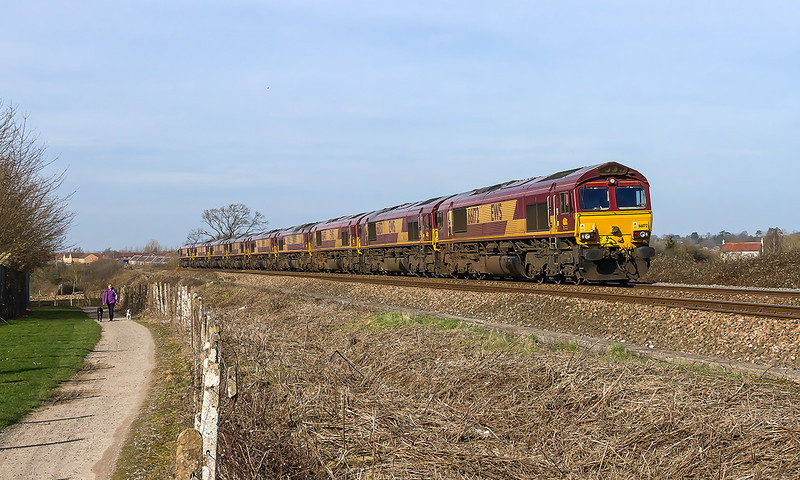 8th Mar 14:  The Saturday convoy from Margam to Eastleigh is headed by 66172 as it runs between Trowbidge and Weastbury.  The consist is 66137/140/079/015/060/021/003/155