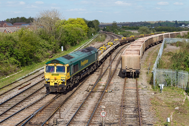 18th Apr 14:  Freightliner 66554 (6Y50) arrives at Westbury with Bull Head rail track panels from Twyford.  They are probably from the long disconnected Up Goods Loop at Ruscombe