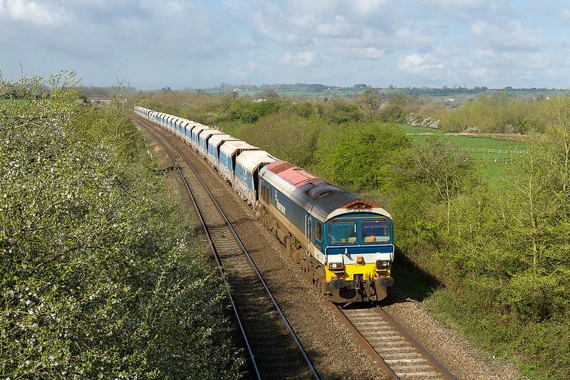 10th Apr 14:  59102 passes through Fairwood when working 7A74 throm Merehead to Theale.  Unfortunately the clouds were about to spoil light for the passege of Sir Nigel Gresley a little late on.