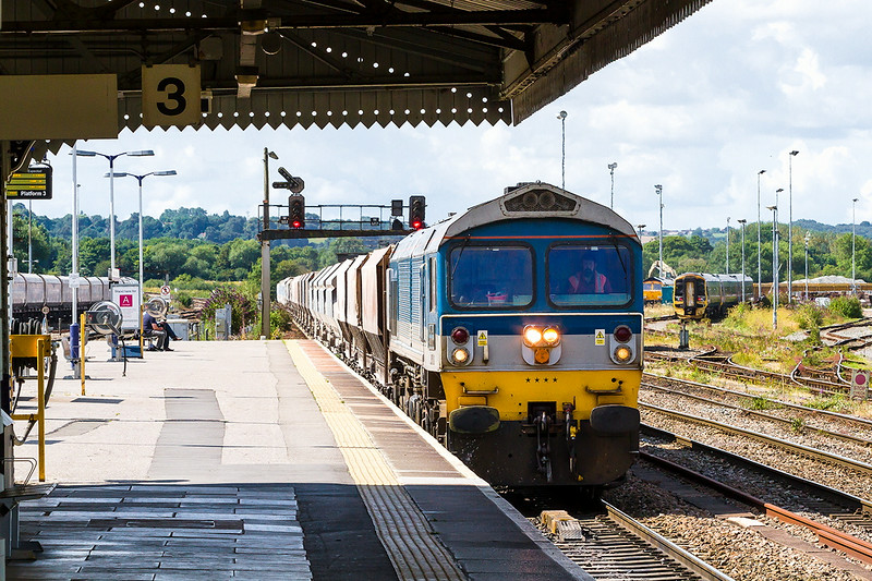 4th Aug 14:  The Class 59s are now 28 years old still going strong.  59004 is drawing to a halt in Westbury Station to make a crew change on 7A17 Merehead to Acton.  There are 35 loaded hoppers on the hook<br /> .