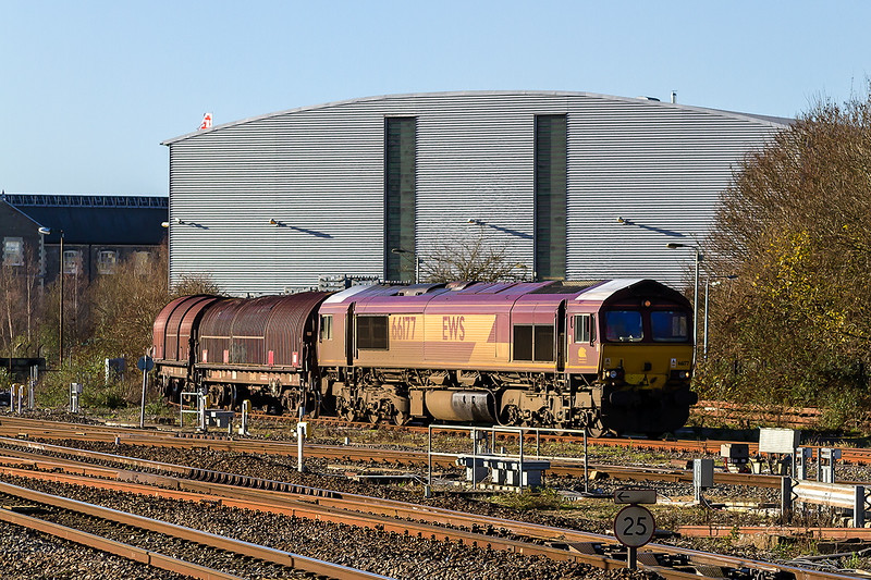 19th Dec 14:  66177 complete with the white cab roofs draws the covered steel wagons out from the Swindon Steel Terminal.  They will later work back to Llanawern as 6B50
