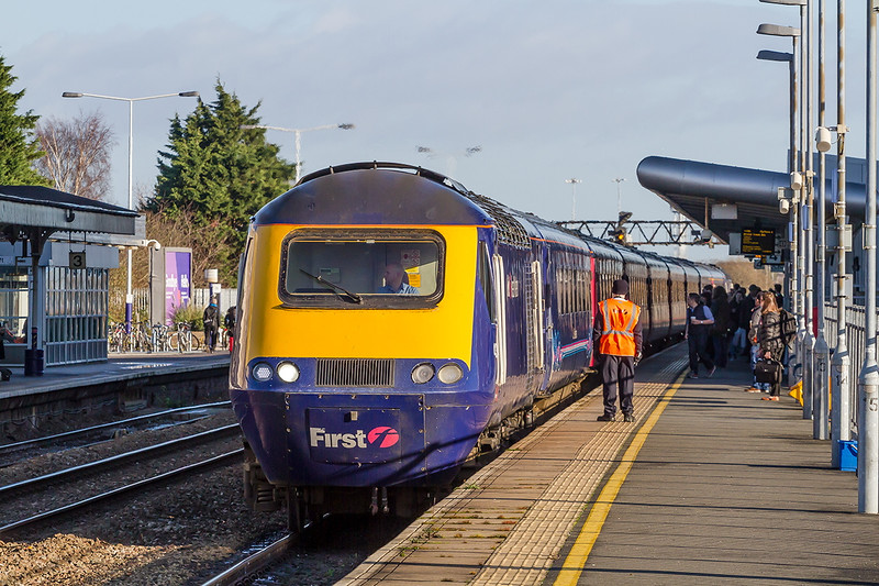 Drawing to a halt in Platform 4 at Swindon is the 11.00 from Paddington to Bristol Temple Meads