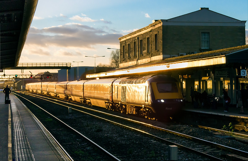 19th Dec 14:  Really catching the light is 1L66 the 13.28 from Swansea.
