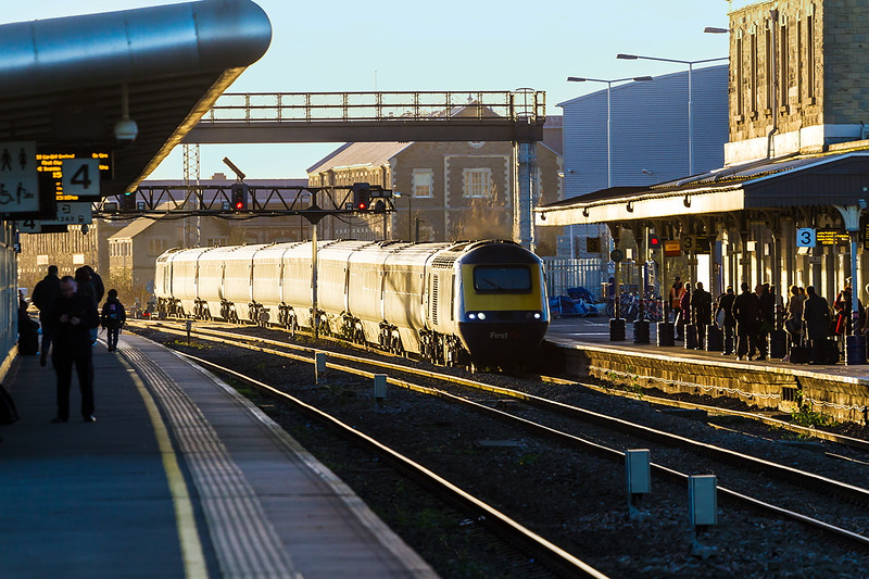 19th Dec 14:  In the new 'Off White' ? livery the 14.30  from Bristol Templr Meads tp Paddingtom drops down to the platform level at Swindon.  Just shows how much track levels have been raised in recent years