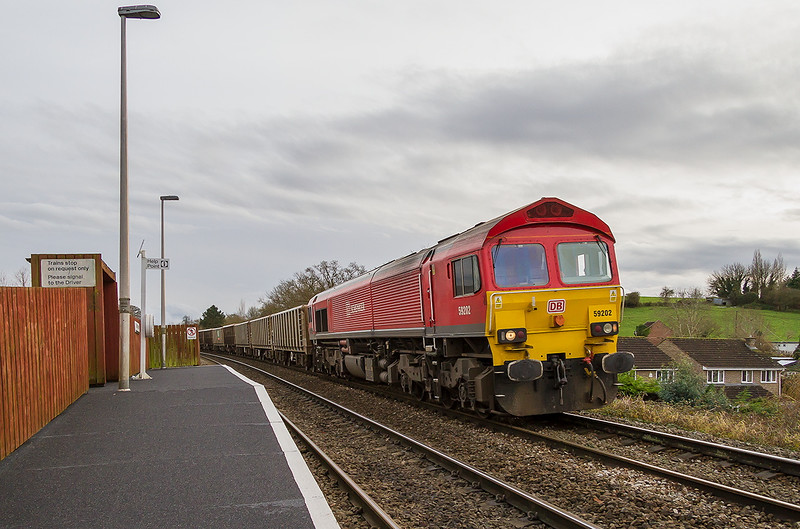 12th Dec 14:  Dropping down through Dilto Marsh is 59202 with the Chichester to Merehead empties.  The new 17-85 at 17mm