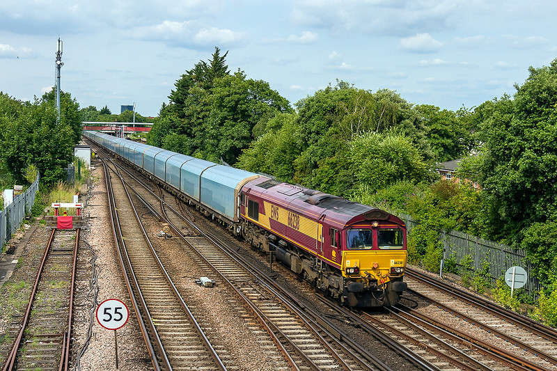 2nd Jul 14:  Although starting very early it is now 163 minutes late as it passes through St Denys.  66238 is working 4O40 from Morris Cowley to Southampton Eastern Docks
