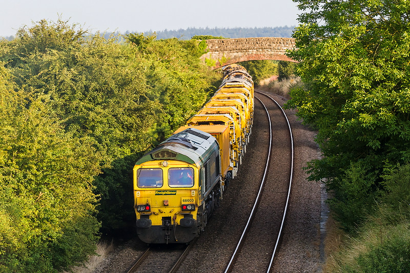 30th Jul 14:  66603 pushung hard on 6Y07 HOBC from Fairwater to Grazeley on the climb to Upton Scudamore