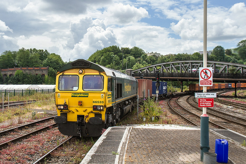 8th Jul 14: 66533 enters Bristol Temple Meads with 4L32 from Bristol Freightliner Terminal to Tilbury