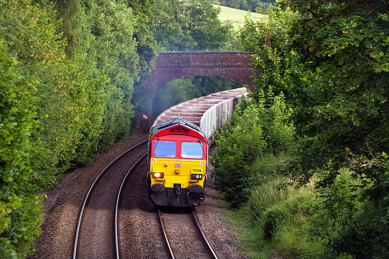 9th Jul 14:  Running a few minutes early though Norton Bavant  is 6V15,the returning empties from Woking to Merehead, in the hands of 59206