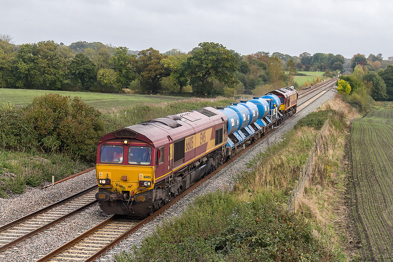 17th Oct 14:  66105 and 66044 are working 3J41 RHTT service  from Didcot to Didco,t via the B & H and Westbury, through Woodborough.  Dying light required iso 800.