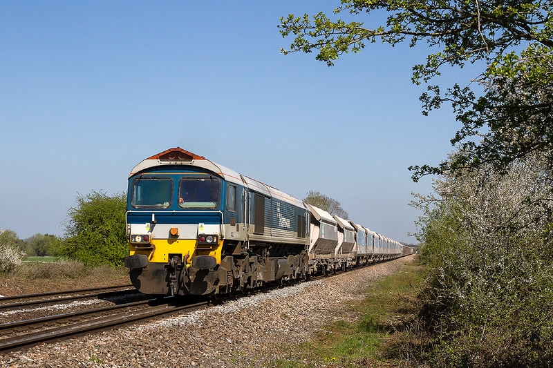 23rd Apr 2015:  Nearing the farm crossing at Fairwood is 59102 heading 7C77 from Acton to Merehead