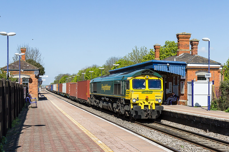 22nd Apr2015:  Dashing through Cholsey is 66541 today tasked with 4O54 from Leeds to Southampton.  I wonder how many times this loco has passed though Colsey Station sinse it was delivered