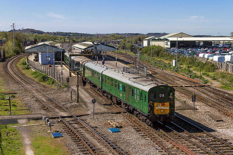 18th Apr 2015:  Hastings Thumper 1001 runs through Platform 1 at Westbury with 1Z08 'The Green Dragon' Tour from Hastings to Cardiff. Sounded superb.