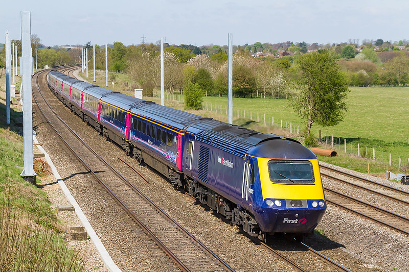 22nd Apr 2015:  43162 on the point of 1A16 the 07.41 Penzance to Paddington at Lower Basildon