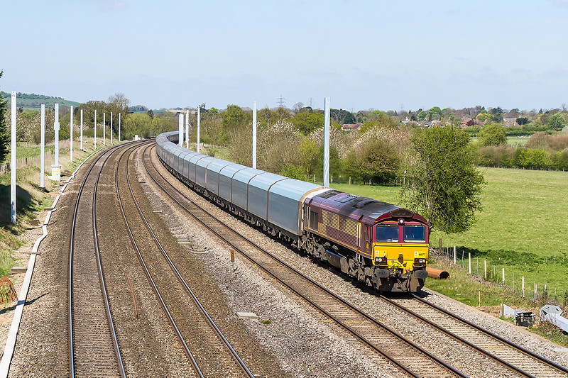 22nd Apr 2015:  4O40 the 08.21 from Morris Cowley to Southampton Eastern Docks led by 66177 is passing all the upright but uneaven  Electrification masts at Lower basildon.  Having spent many happy hours at this bridge I do not think that I shall bother to go there again