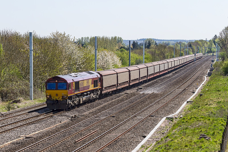 22nd Apr 2015:  66060 on 6M48 the empty STVA car carriers from Southampton Eastern Docks to Halewood passing through Lower Baildon