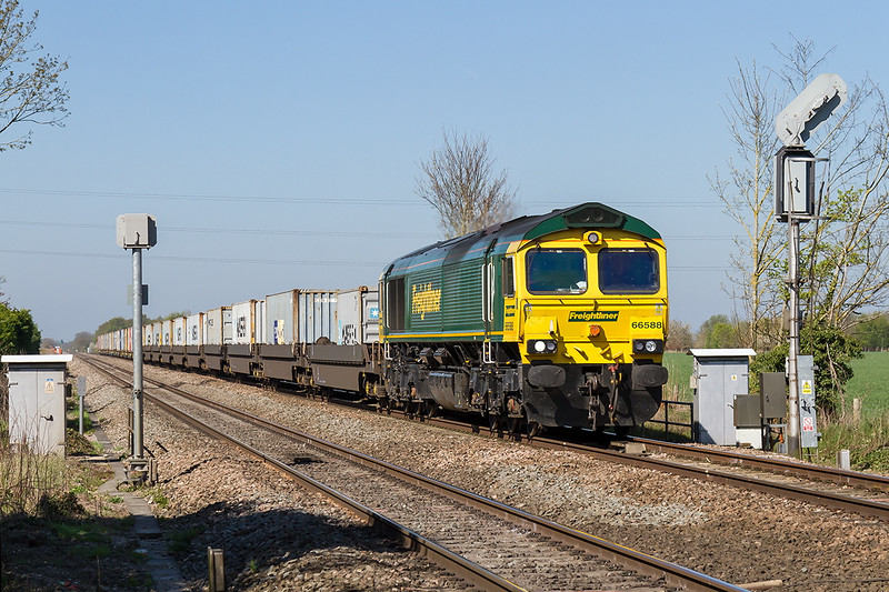 22nd Apr 2015;  Taken from the Causeway crossing in Steventon is 66588 working 4L31 to from Bristol Freightliner Depot tpoFelixstowe