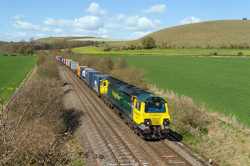 11th Apr 2015:  For the 2nd day running the diverted 4O65 from Leeds to Southampton is powered by 70004. Pictured frmn the Sutton Veney road bridge at Heytsbury