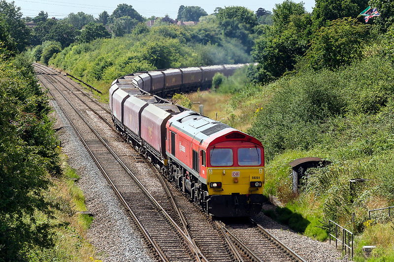 4th Aug 2015:  59201 eases onto the main line at Clink Road Junction wirh 7A77 loaded Ex EWS  Coal hoppers from Whatley Quarry to Theale