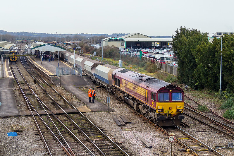 2nd Feb 2015:  Having completed a crew change at the far end of the platform 3  66037 gets away with 6M20 from Whatley to St Pancras Churchyard Sidings