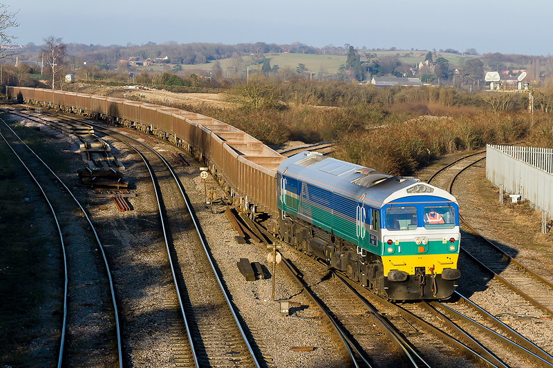 9th Feb 2015:  At last a reasonable shot of 'Alan J Day' in AG livery.  59002 arriving at Westbury with 6C48 the empties from Appleford to Westbury