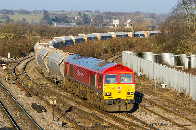 9th Feb 2015:  Coming off the Berks & Hants line is 59201 heading 6V18 from Hither Green to Whatley Quarry