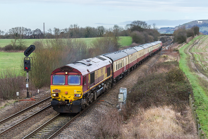 17th Jan 2015:  The Mendip Mariner is now on the leg that will take it to Whatley Quarry.  59205 on the rear will bring the train back where 66129 will take ove to the train back to Eastleigh
