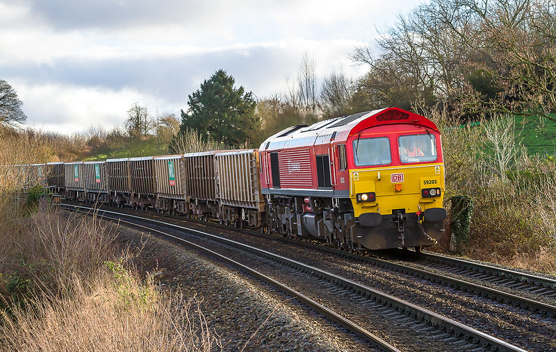 13th Jan 2015: With the sun appearing at just the wrong moment 59203 is captured working 6V17 from Fareham to Westbury.  No prizes for guessing where though !